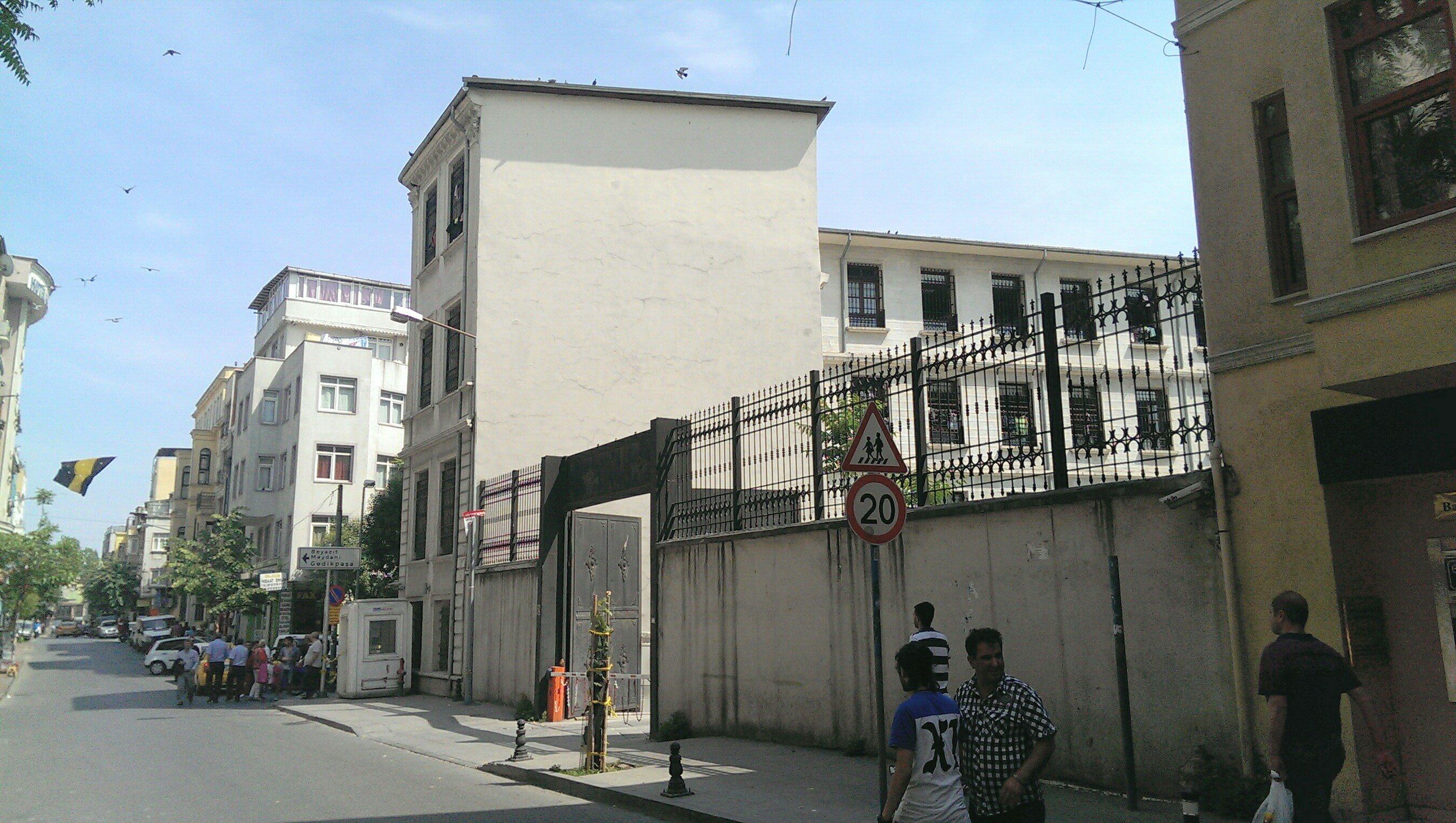 Kumpaki removal centre (Photo credit: CriticAtac, http://www.criticatac.ro/lefteast/wp-content/uploads/Detention-Center-Kumkap%C4%B1.jpg)