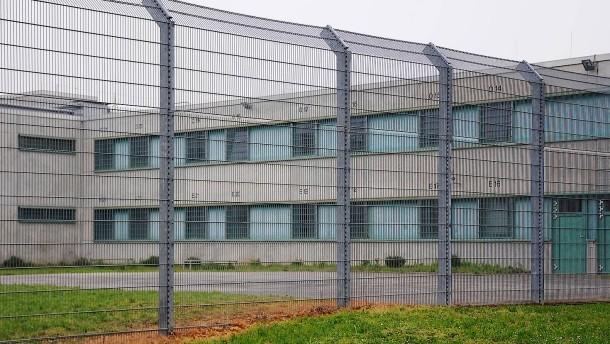 Ingelheim centre (Photo credit: Frankfurter Allgemeine, http://www.faz.net/aktuell/rhein-main/nicht-die-erste-abschiebung-gewalttaeter-flieht-aus-abschiebehaft-in-ingelheim-14393315.html)