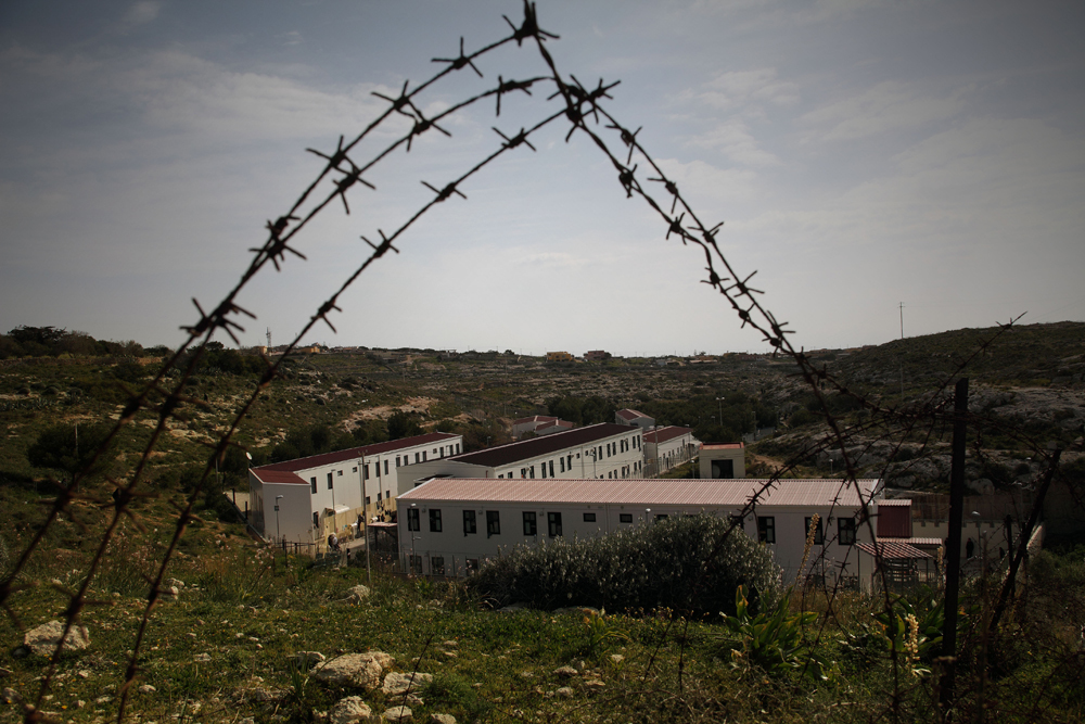 Lampedusa Hotspot (Source: Internazionale; http://media.internazionale.it/images/2015/03/24/107479-md.jpg)
