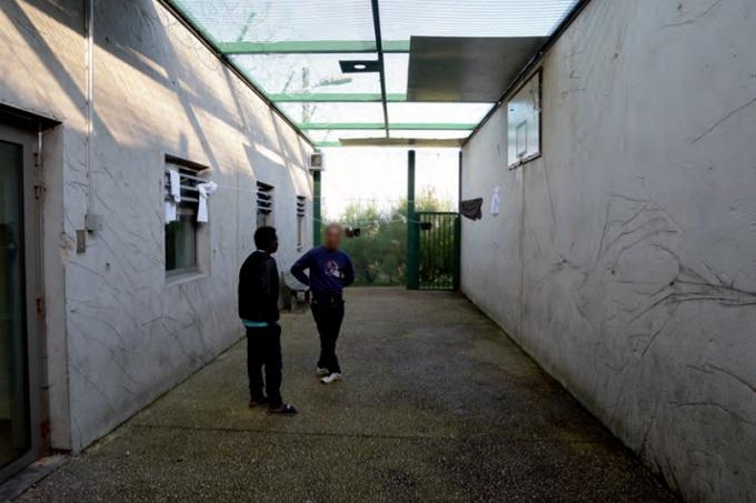 Mayotte CRA - Outdoor courtyard - visited by General Controller Places Deprivation of Liberty (Photo Credit: CGLPL), https://lejournaldemayotte.yt/la-situation-des-enfants-au-centre-de-retention-de-pamandzi-a-nouveau-denoncee-dans-un-rapport-national/