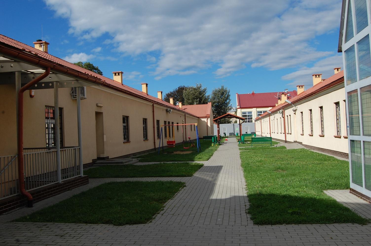 Przemysl guarded centre (Border Guard, Wizytowali Strzeżony Ośrodek dla Cudzoziemców w Przemyślu, http://www.bieszczadzki.strazgraniczna.pl/bie/aktualnosci/23976,Wizytowali-Strzezony-Osrodek-dla-Cudzoziemcow-w-Przemyslu.html)