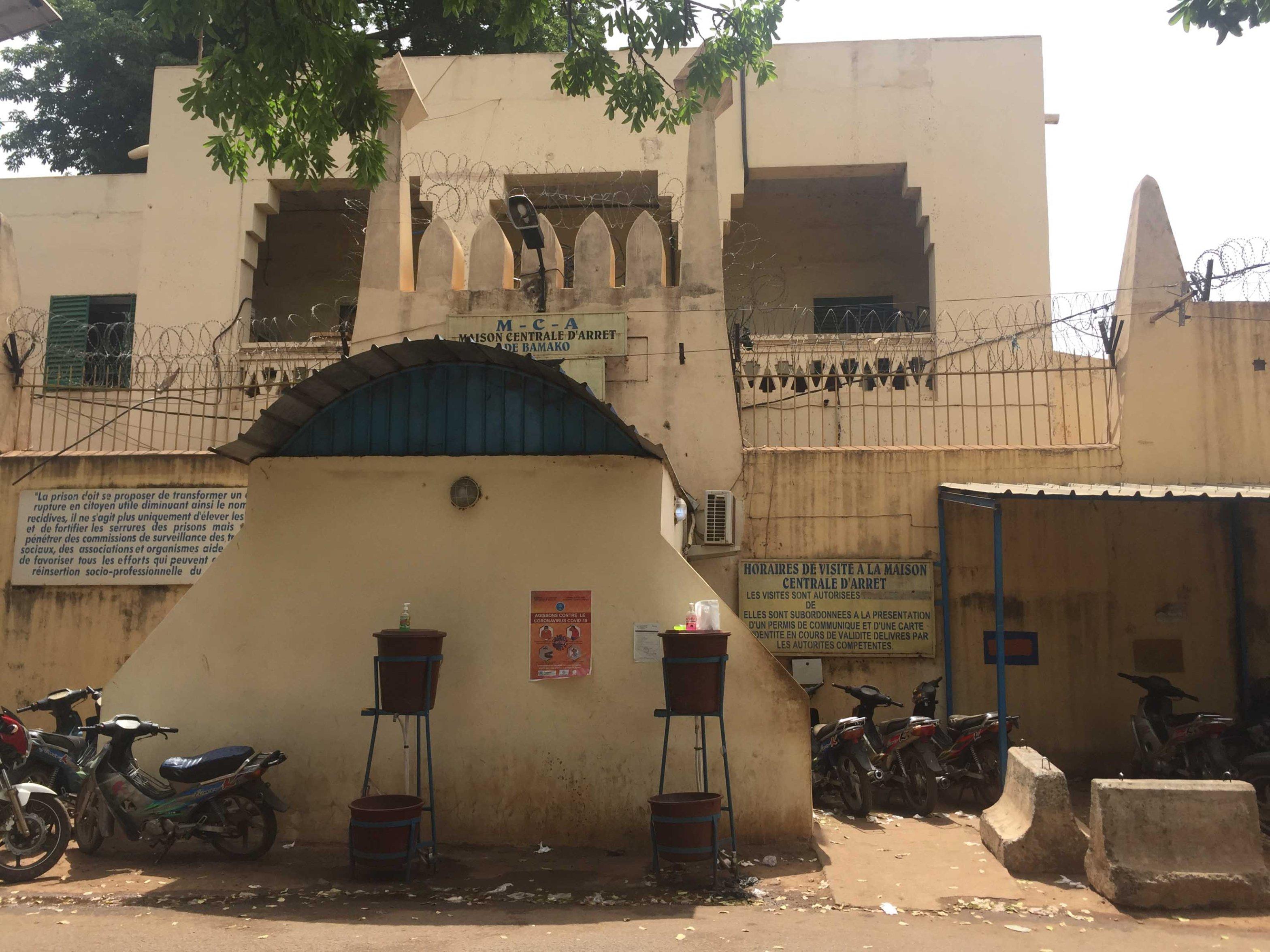 """M. Konaté, """"Dans la Prison Centrale Surpeuplée de Bamako, La Menace Inquiétante du COVID-19,"""" Carnetdusud, 8 May 2020, https://carnetdusud.wordpress.com/2020/05/08/dans-la-prison-centrale-surpeuplee-de-bamako-la-menace-inquietante-du-covid-19/"""