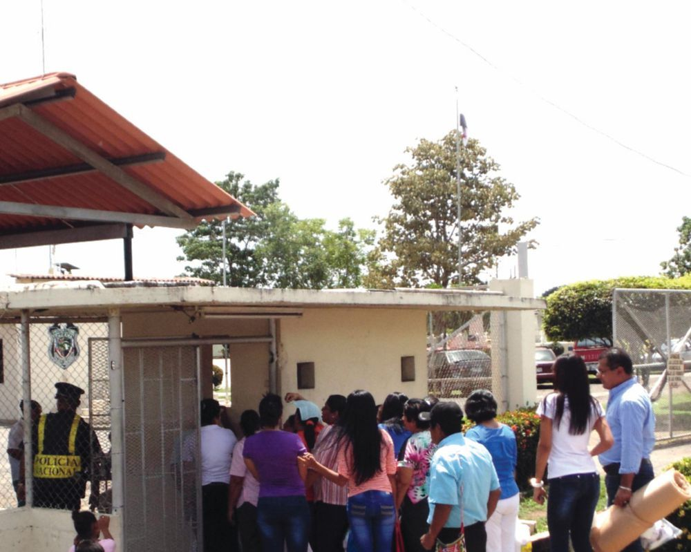 A Queue at the Entrance of the Santiago Prison in Veraguas, (La Prensa,