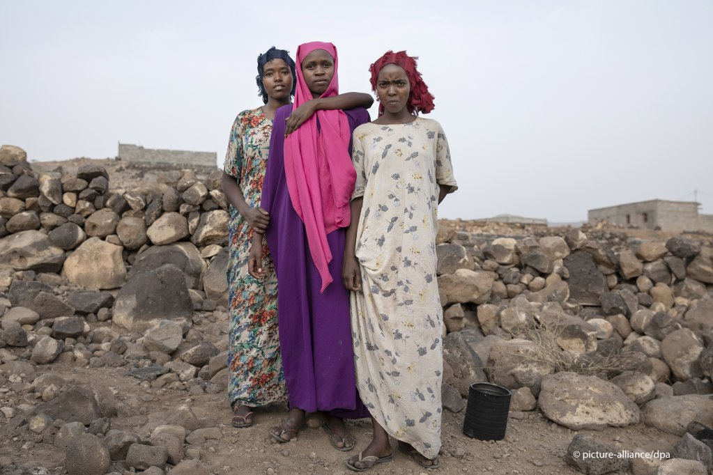 "Info Migrants, ""Djibouti a expulsé plus de 2 000 migrants éthiopiens en avril,"" 27 April 2020, https://www.infomigrants.net/fr/post/24369/djibouti-a-expulse-plus-de-2-000-migrants-ethiopiens-en-avril"