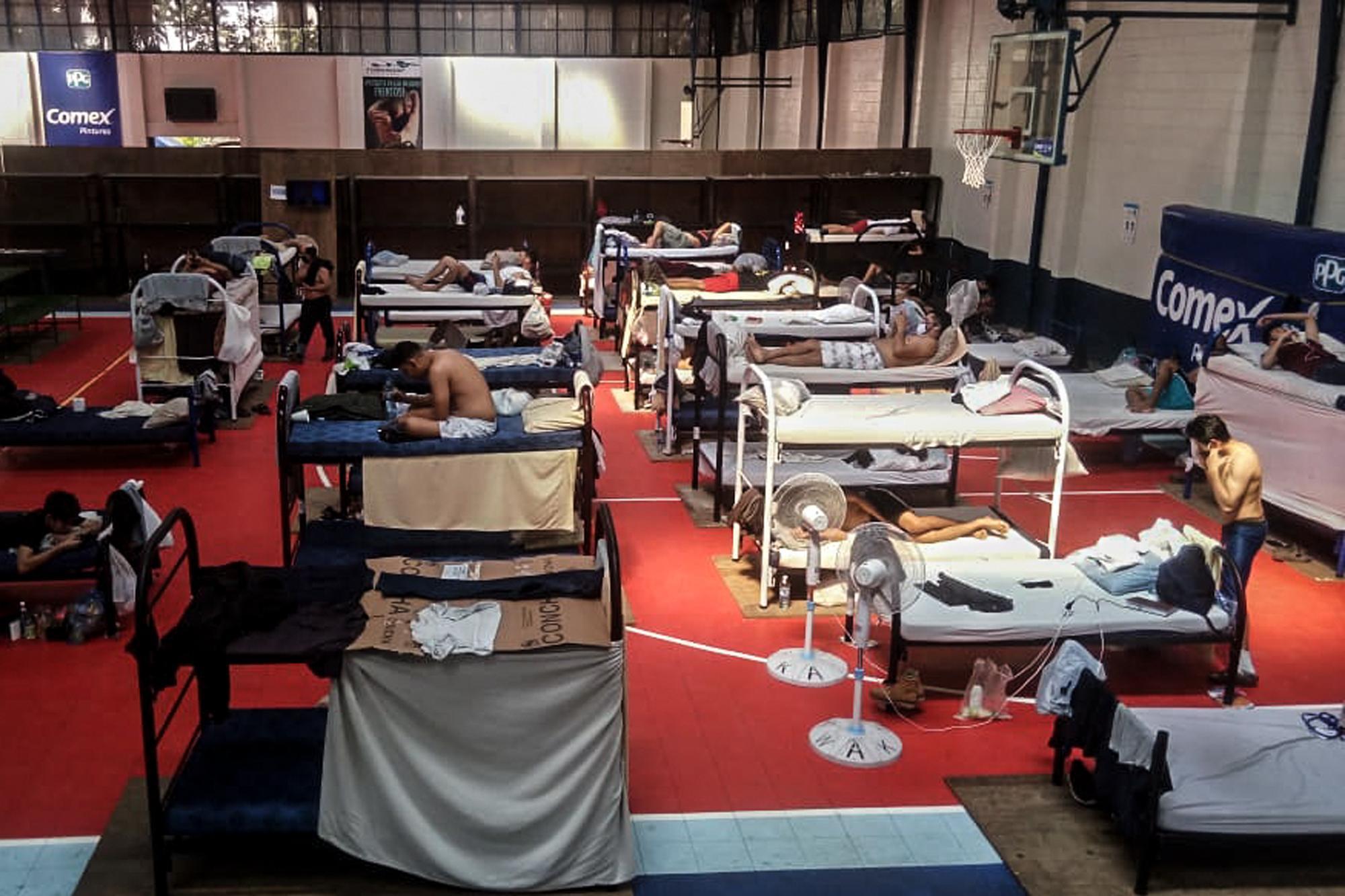 Inside a Temporary Quarantine Centre, Gimnasio Adolfo Pineda, (El Faro,