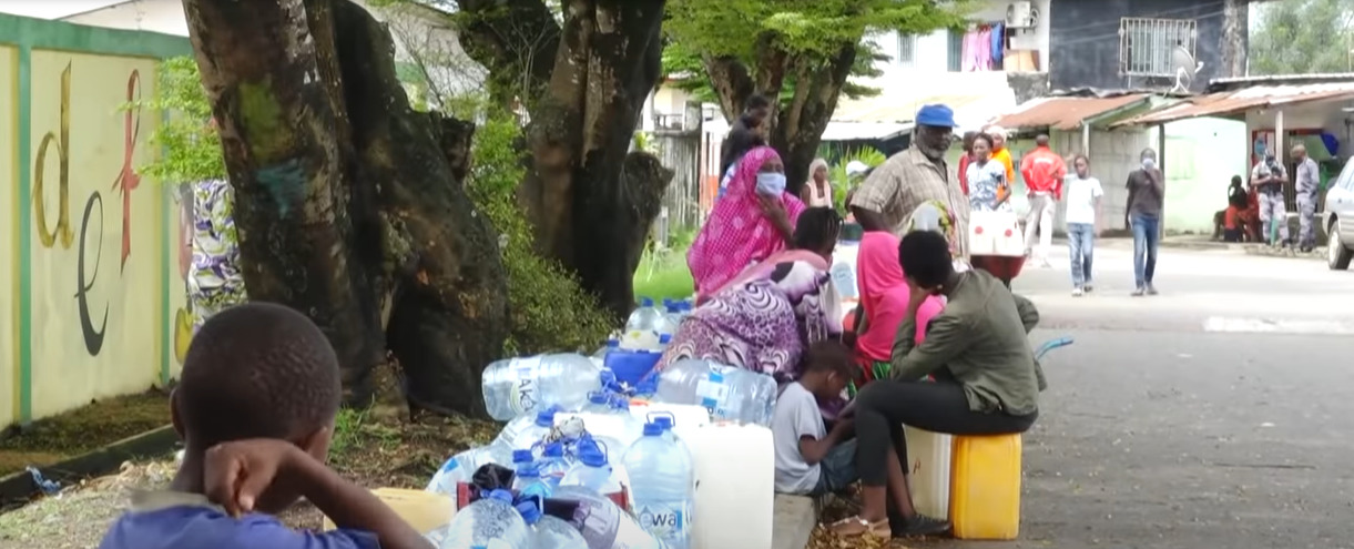 People Waiting for a Drinkable Water Delivery in Libreville, Gabon, (France 24, A. Saint-Léger & C. Caracena,