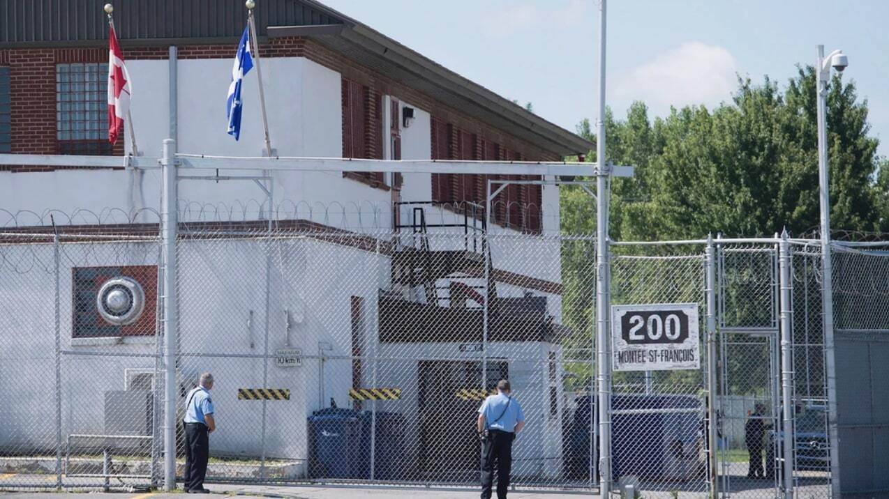 "J. Kestler-D'Amours, ""Immigration Detainees Are on a Hunger Strike Over Coronavirus Fears,"" Vice, 26 March 2020, https://www.vice.com/en_ca/article/939v7v/laval-quebec-immigration-detainees-are-on-a-hunger-strike-over-coronavirus-fears"