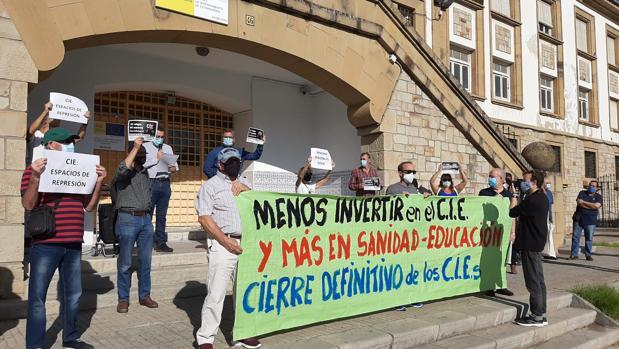 "S. Fernández, ""Luz Verde al Nuevo CIE de Algeciras por 21 millones de Euros,"" ABCandalucía, 11 November 2020, https://sevilla.abc.es/andalucia/cadiz/sevi-verde-nuevo-algeciras-21-millones-euros-202011110733_noticia.html?ref=https%3A%2F%2Fwww.google.com%2F"