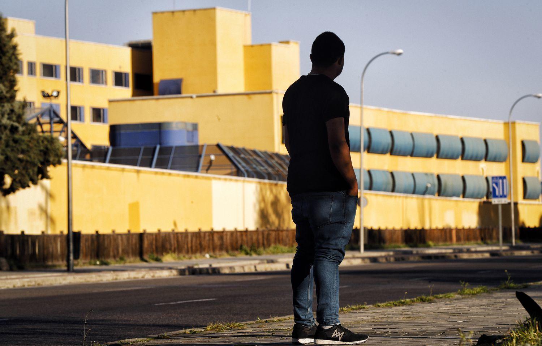 A Migrant Standing Outside the Aluche CIE, (Claudio Alvarez,