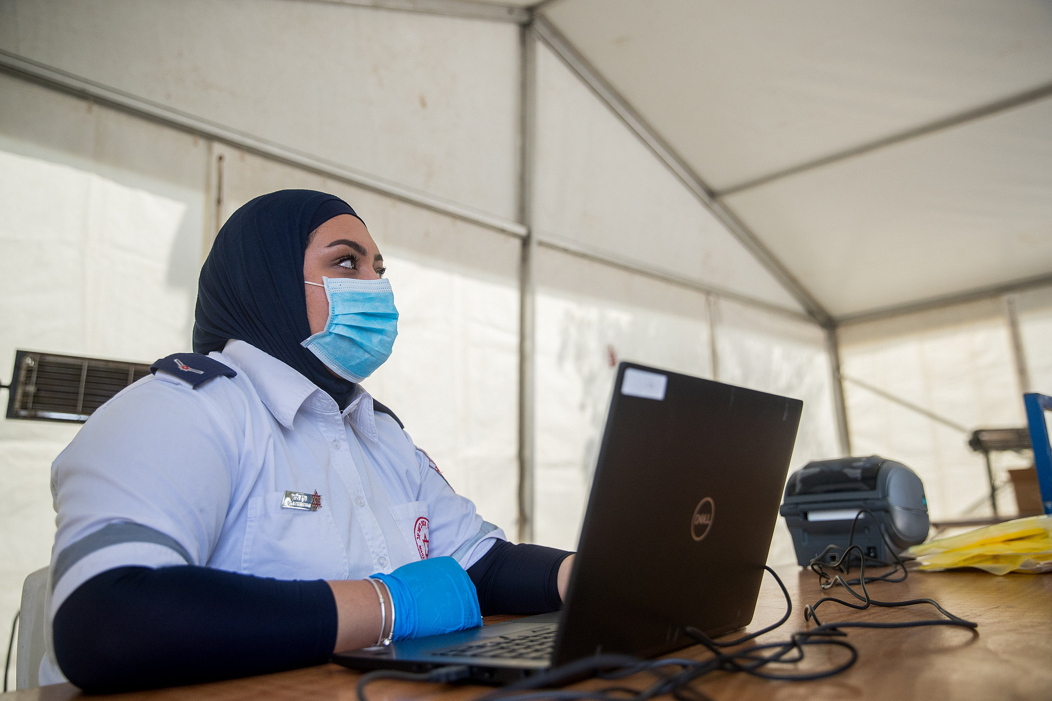 Magen David Adom Medical Workers at a Drive-Through Testing Site at the Entrance of an East Jerusalem neighbourhood on 2 April 2020, (Yonatan Sindel, Flash 90,