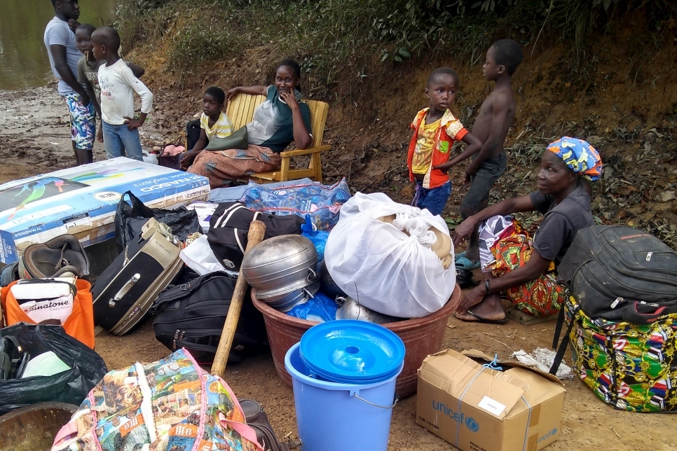 Asylum Seekers Fleeing Electoral Tensions in Côte d'Ivoire Wait at the Buuto Border Post in Liberia, (UNHCR,