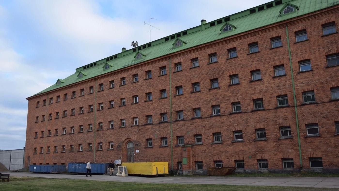 Joutseno Immigration Detention Centre, (Jessica Stolzmann, Asylsökande bakom lås och bom i gammalt fängelse, Yle, 28 October 2014, https://svenska.yle.fi/artikel/2014/10/28/asylsokande-bakom-las-och-bom-i-gammalt-fangelse)