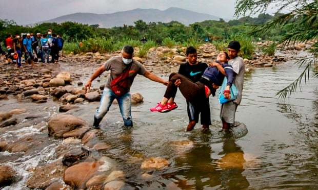 Venezuelan Nationals Carrying an Unconscious Woman as They Try to Enter Colombia, (Schneyder Mendoza, AFP,