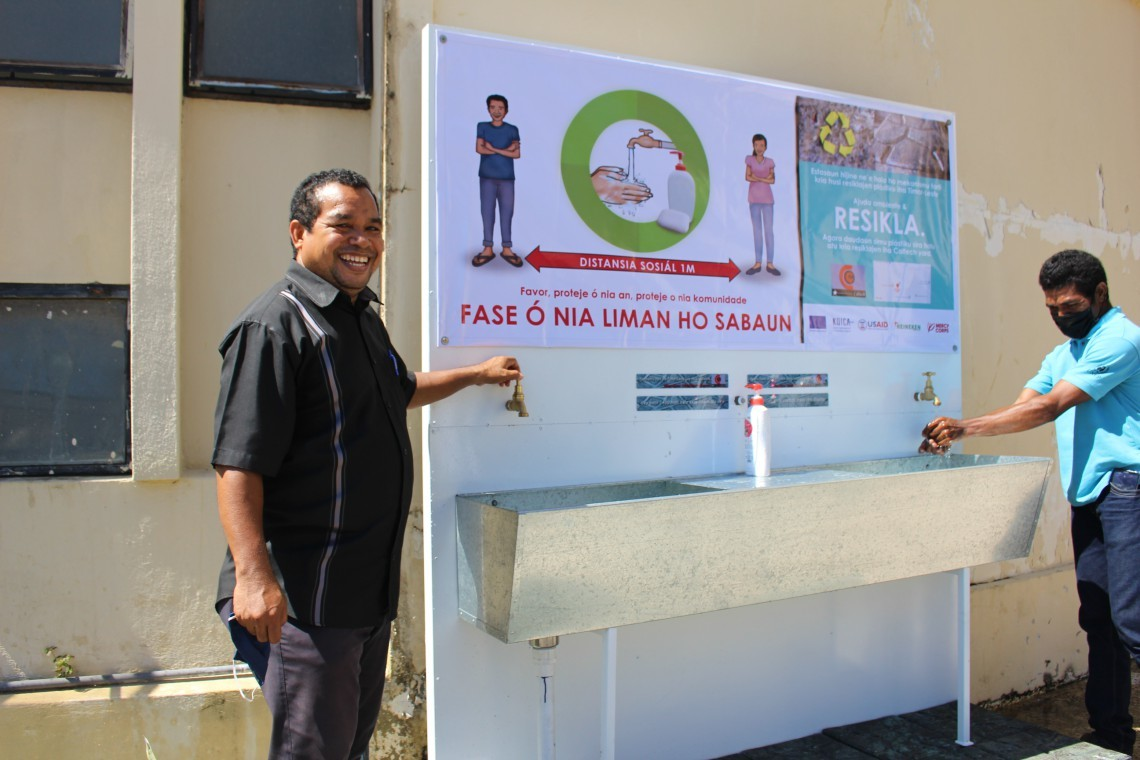 Mr. Joao Carlos Soares, General Director for Environment, Secretary of State for Environment, at a Handwashing Station in Dili, (European Commission,